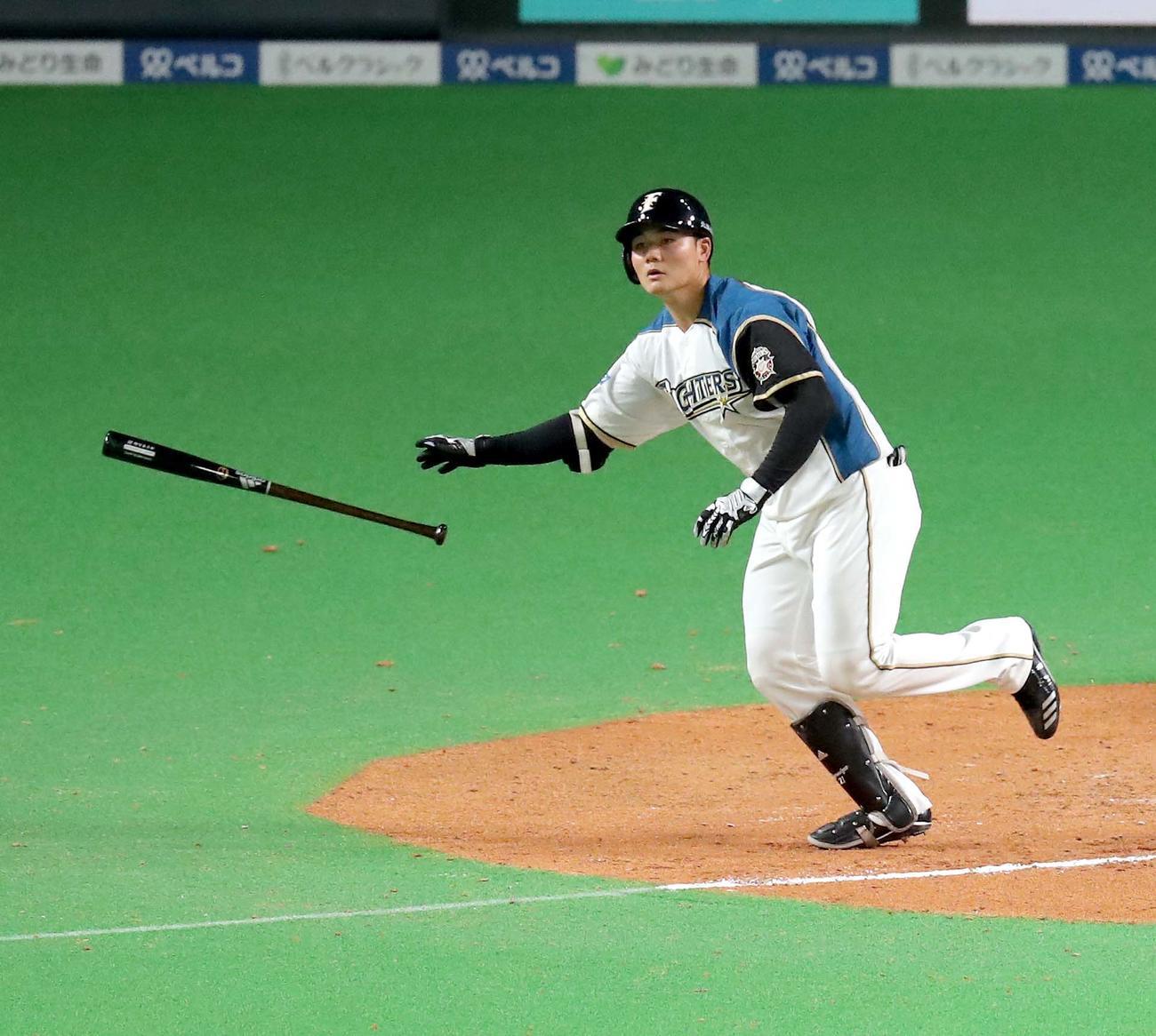 日本ハム対ソフトバンク 7回裏日本ハム1死一塁、清宮は右越え2点本塁打を放つ(撮影・佐藤翔太)