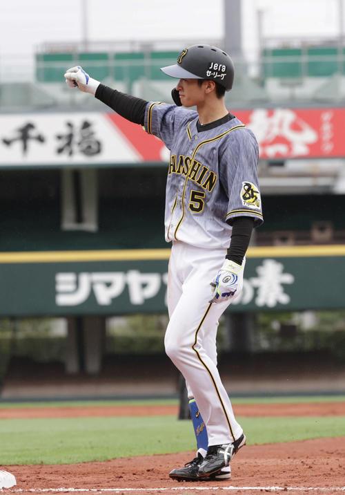 広島対阪神1回戦 4回表阪神2死二、三塁、、近本は右2点適時打を放つ(撮影・加藤孝規)