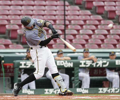 1回表阪神2死二塁、マルテは先制中越え2点本塁打を放つ(撮影・加藤孝規)