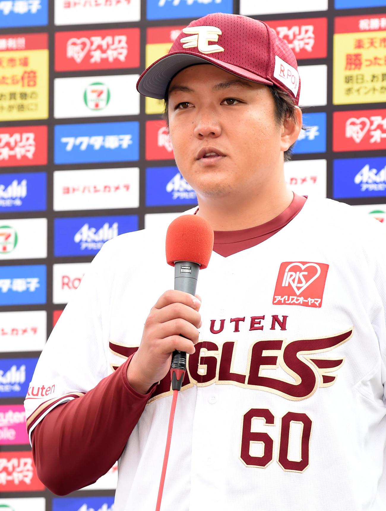 楽天対ロッテ ヒーローインタビューに登場した楽天石橋(撮影・横山健太)