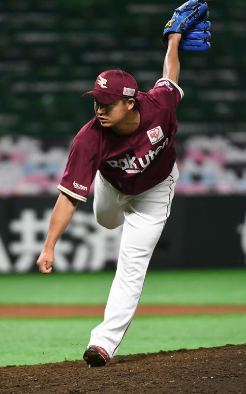 ソフトバンク対楽天 7回から好投する酒居知史(撮影・今浪浩三)