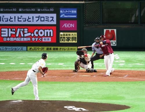 ソフトバンク対楽天 2回表楽天1死一、二塁、浅村は右越えに3点本塁打を放つ(撮影・梅根麻紀)