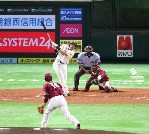 3回裏ソフトバンク1死一塁、柳田悠岐は右越えに2点本塁打を放つ(撮影・梅根麻紀)