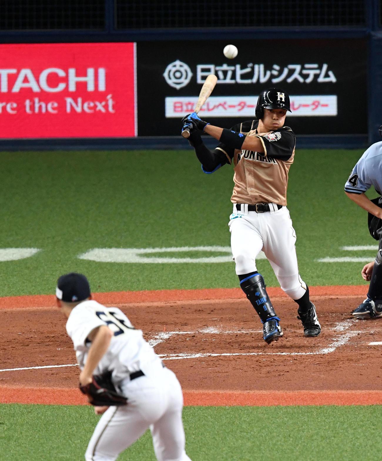 オリックス対日本ハム2回表日本ハム2死二、三塁、中島は中適時打を放つ(撮影・前岡正明)