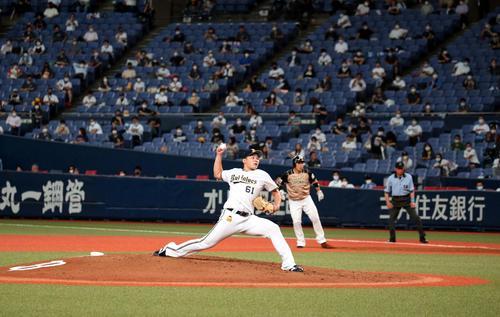 オリックス対日本ハム 観客がいる中、投球する榊原(撮影・黒川智章)