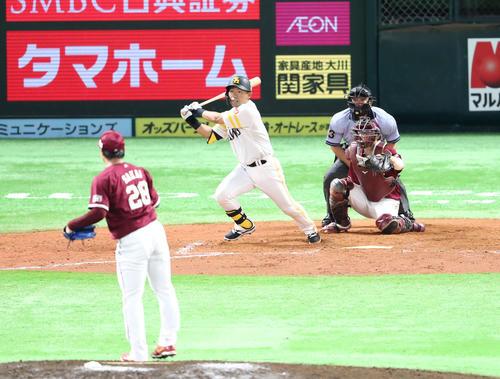 中村晃は右前に2点適時打を放つ(撮影・梅根麻紀)
