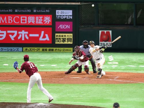 松田宣浩は左中間に同点となる2点本塁打を放つ(撮影・梅根麻紀)