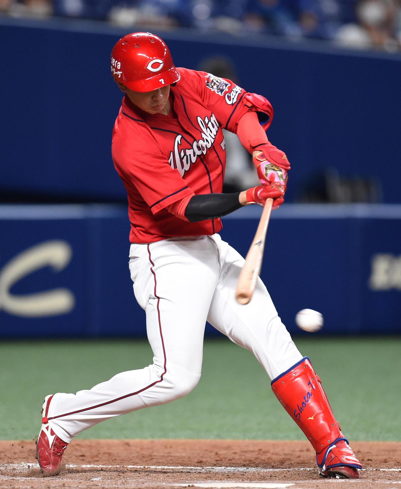中日対広島 3回表広島2死二、三塁、投手適時打を放った堂林