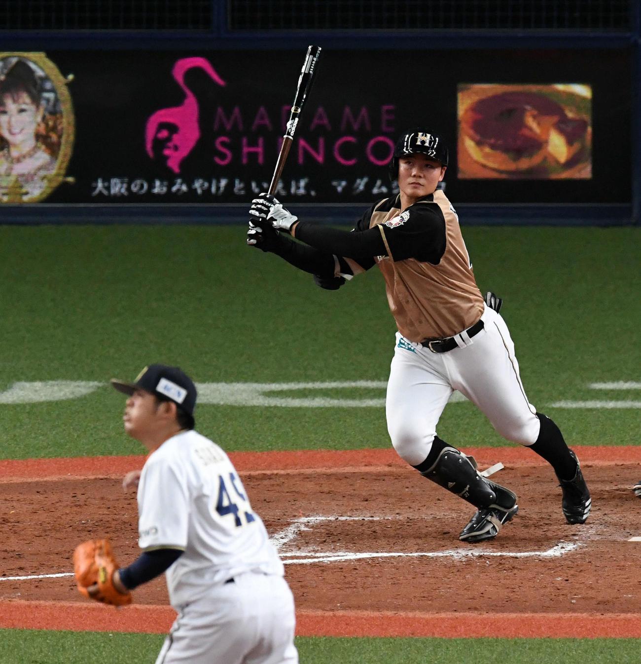 オリックス対日本ハム 9回表日本ハム2死二塁、清宮は右中間に2点本塁打を放つ(撮影・前岡正明)