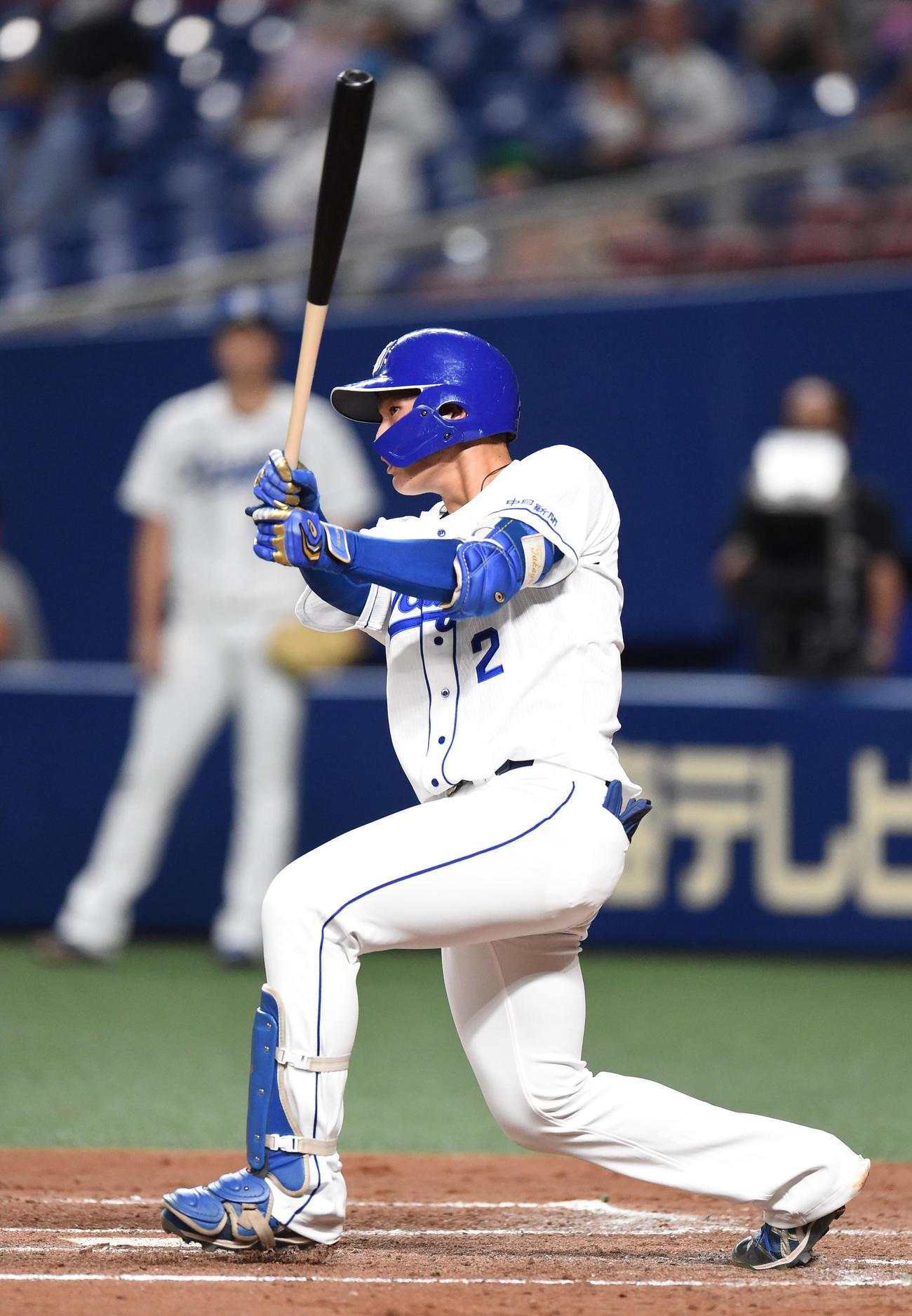 左二塁打を放った石川昂弥(撮影・森本幸一)