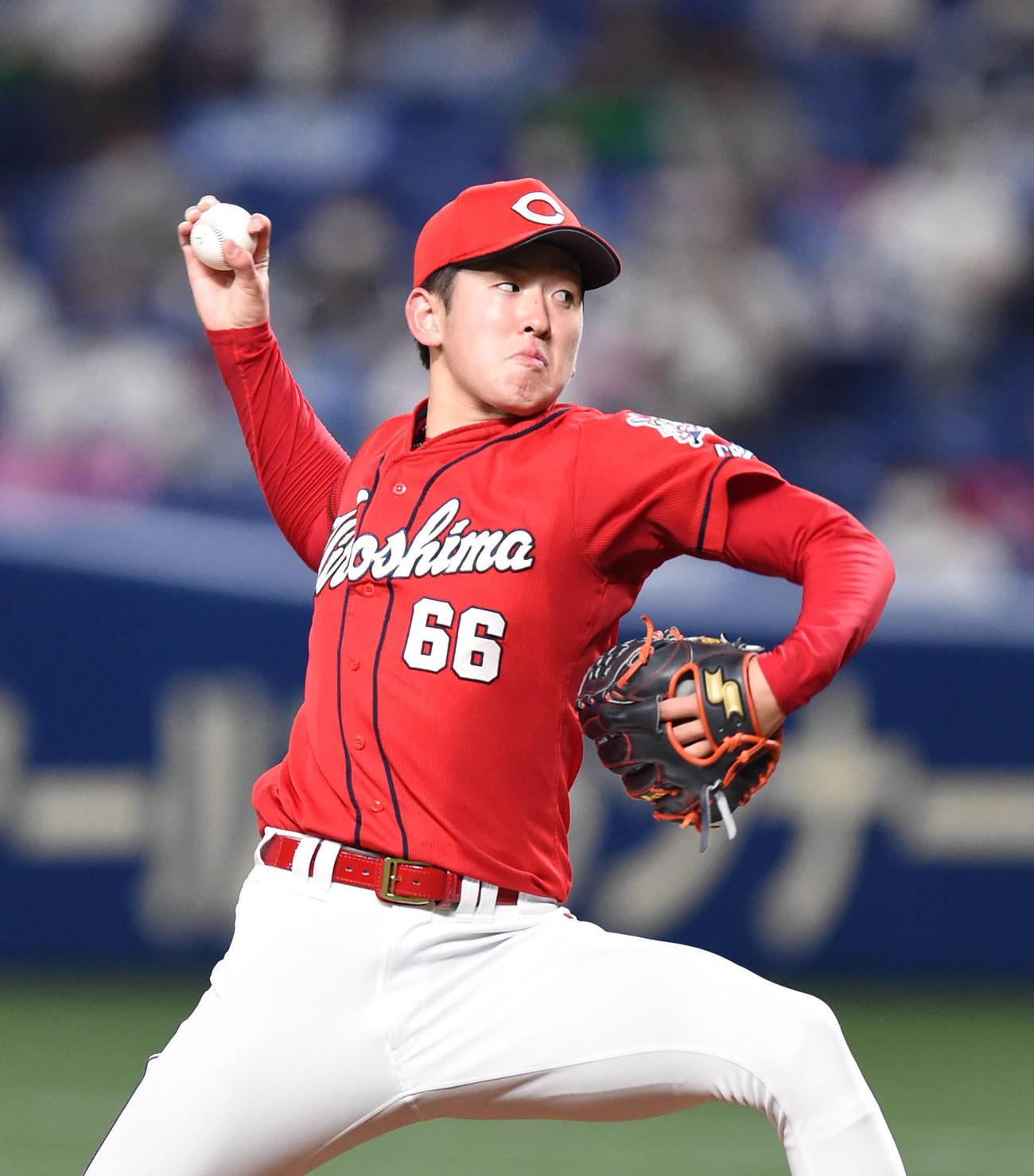 プロ野球中日対広島 2回裏、力投する広島先発の遠藤淳志(撮影・森本幸一)