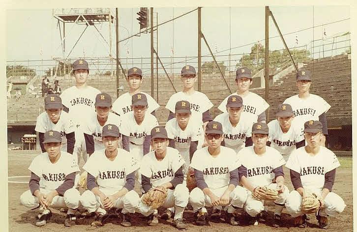 京都・洛星高校時代のメンバー。前列向かって左から2人目が佐山氏。2列目の左から3人目が西脇現京都府知事
