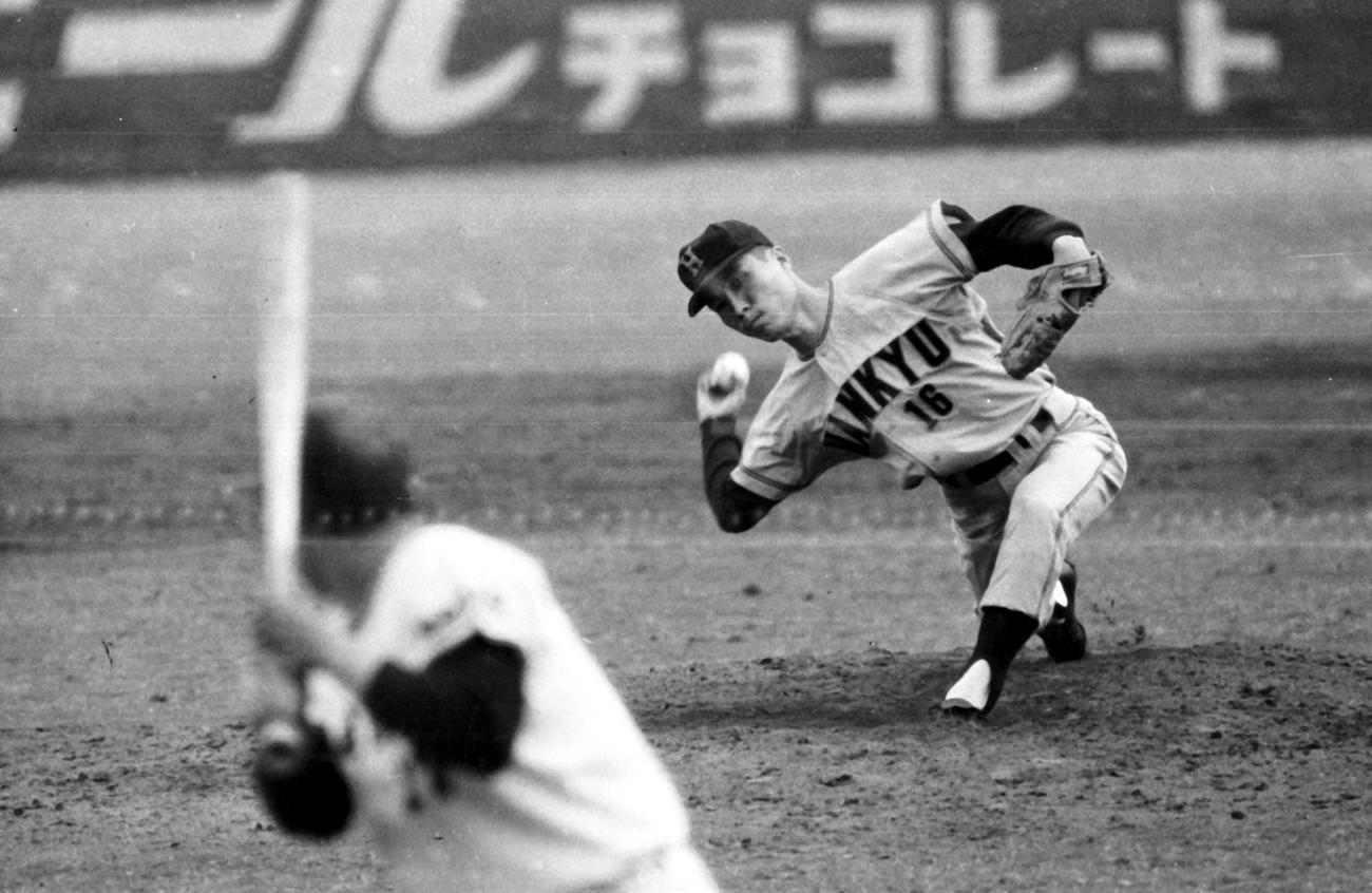 67年の日本シリーズ第4戦で巨人を相手に力投する阪急足立光宏