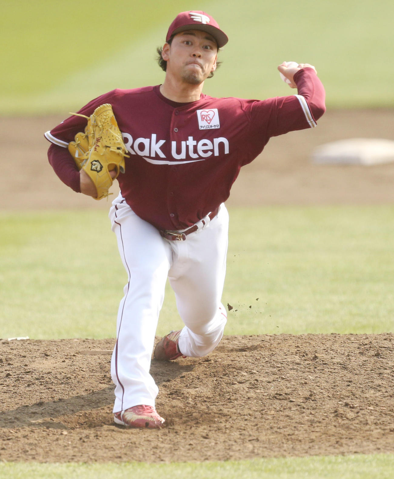 3月26日、楽天紅白戦で力投する高梨雄平
