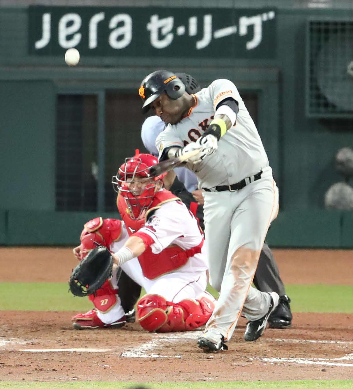 広島対巨人 5回表巨人1死一塁、ウィーラーは左中間に2点本塁打を放つ(撮影・梅根麻紀)