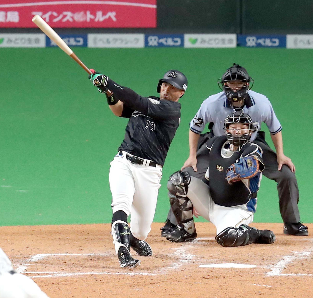 5回表ロッテ1死一、二塁、マーティンは右越え3点本塁打を放つ(撮影・佐藤翔太)