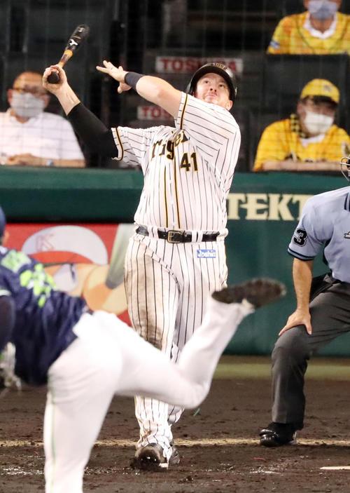 7回裏阪神1死、ボーアは右中間に本塁打を放つ(撮影・加藤哉)