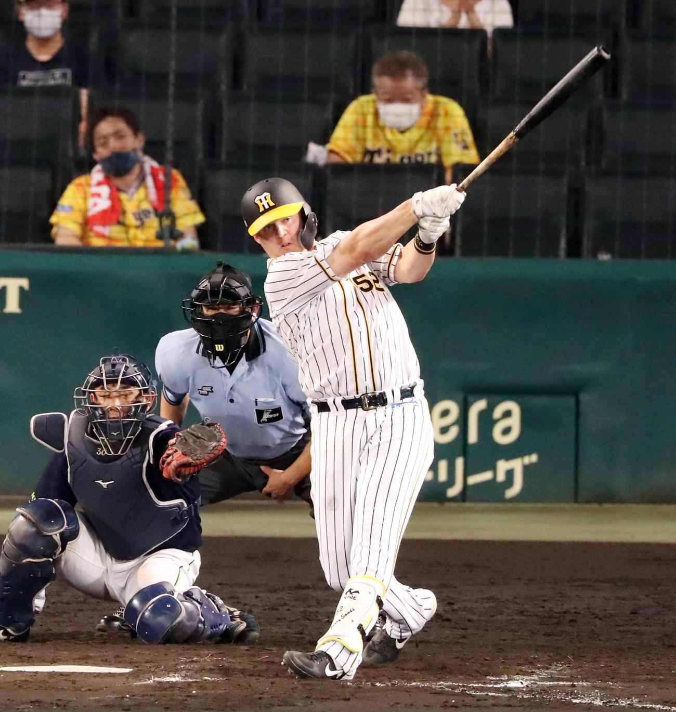 阪神対ヤクルト 8回裏阪神1死、サンズは左越え同点本塁打を放つ(撮影・加藤哉)