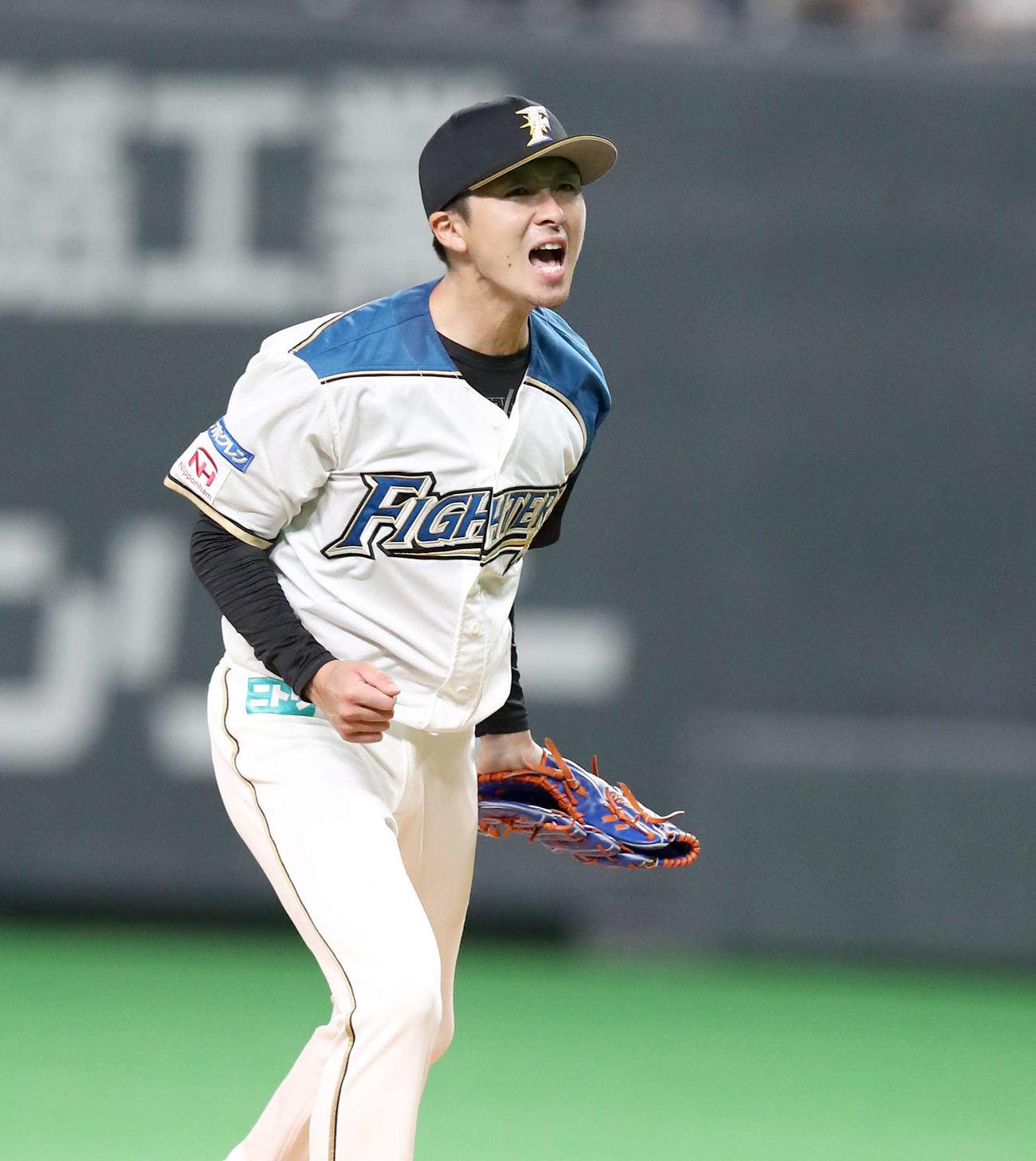 日本ハム対オリックス 6回表オリックス2死一、三塁、ロドリゲスを三振にとり叫ぶ上沢(撮影・黒川智章)