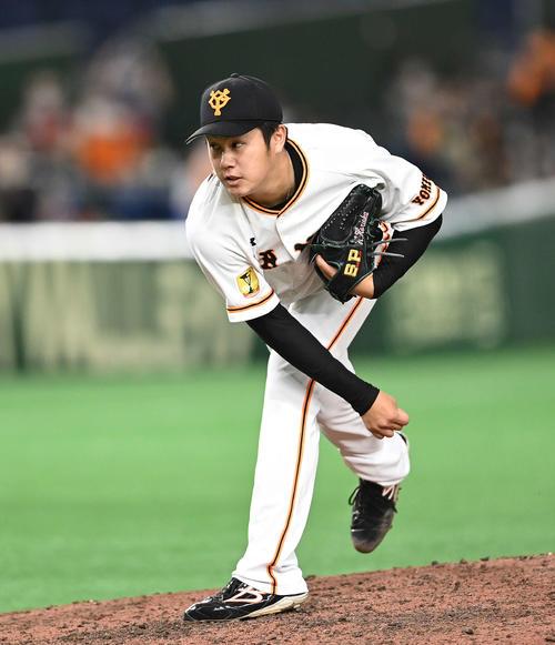 巨人対広島 9回表から6番手で登板した巨人堀岡(撮影・鈴木みどり)