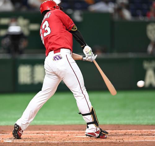 巨人対広島 2回表広島無死満塁、右前適時打を放つ西川(撮影・鈴木みどり)