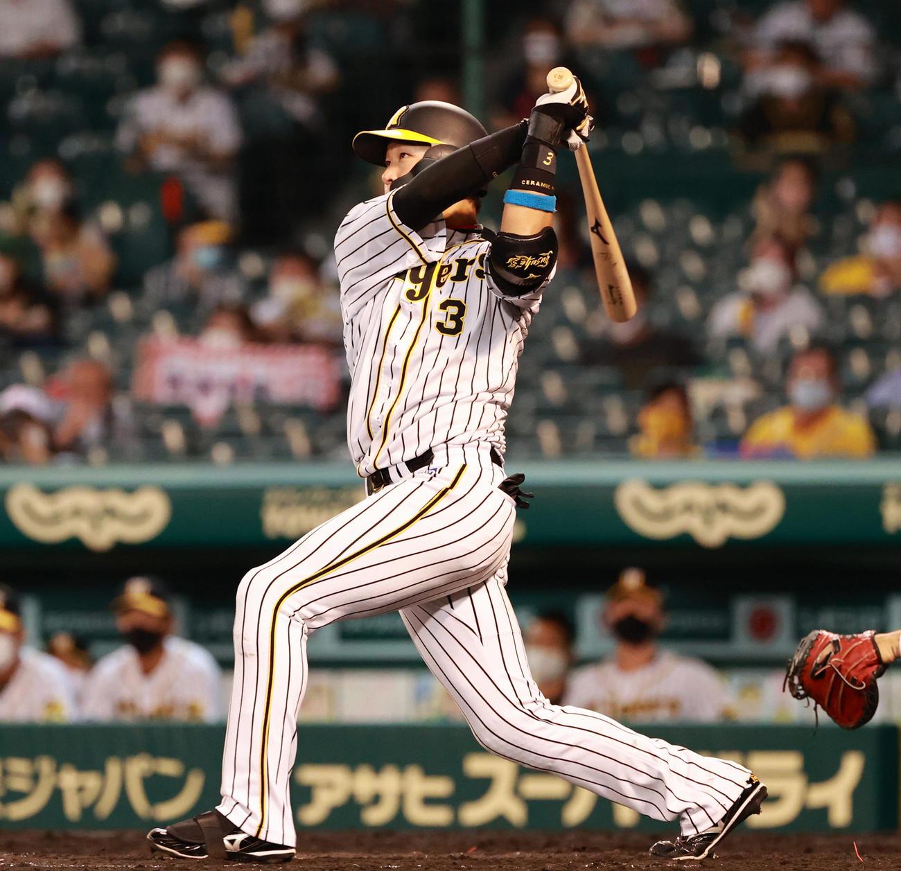 本塁打を放つ大山悠輔(2020年7月18日撮影)