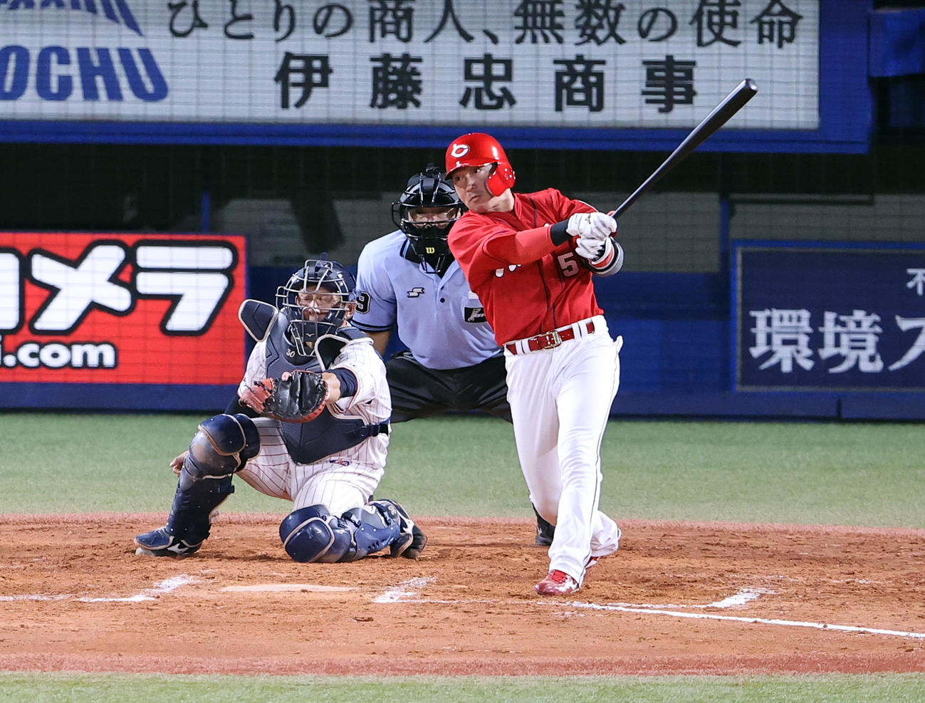 ヤクルト対広島 7回表広島2死一、二塁、長野は右越え3点本塁打を放つ(撮影・浅見桂子)