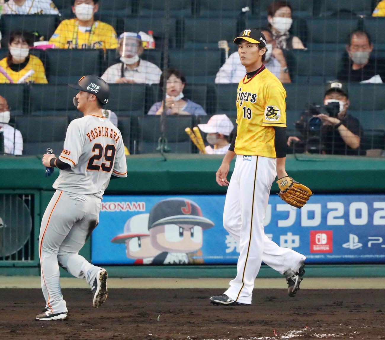 阪神対巨人 3回表巨人2死二塁、藤浪は若林に中前適時打を打たれ失点する(撮影・加藤哉)