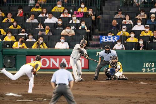 阪神対巨人 4回表巨人1死一塁、高橋は丸から三振を奪う(撮影・加藤哉)