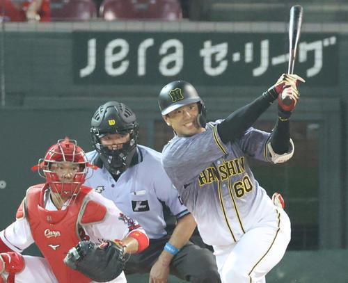 5回表阪神1死一、二塁、左前へ適時打を放つ中谷将大(撮影・清水貴仁)