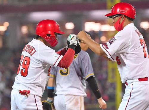 5回裏広島2死一、二塁、右中間へ2点適時三塁打を放った羽月隆太郎(撮影・上田博志)