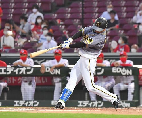 3回表阪神1死二塁、中前に適時打を放つ近本光司(撮影・上田博志)