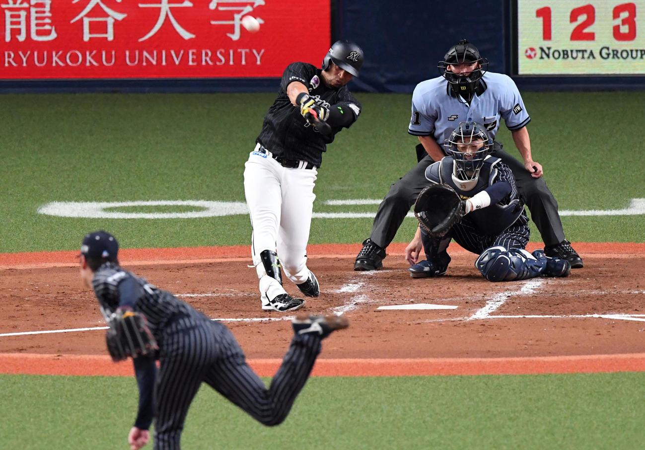 オリックス対ロッテ 3回表ロッテ2死一塁、マーティンは右越え2点本塁打を放つ。投手Kー鈴木(撮影・前岡正明)