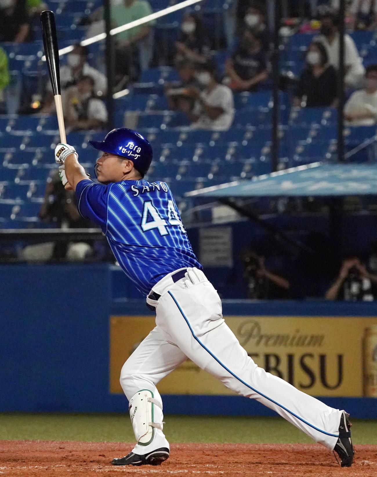 5回表DeNA2死二塁、本塁打を放つ佐野(撮影・狩俣裕三)