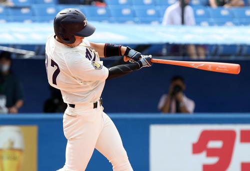 明大対早大 2回表明大2死三塁、同点の適時打を放つ西川(撮影・垰建太)
