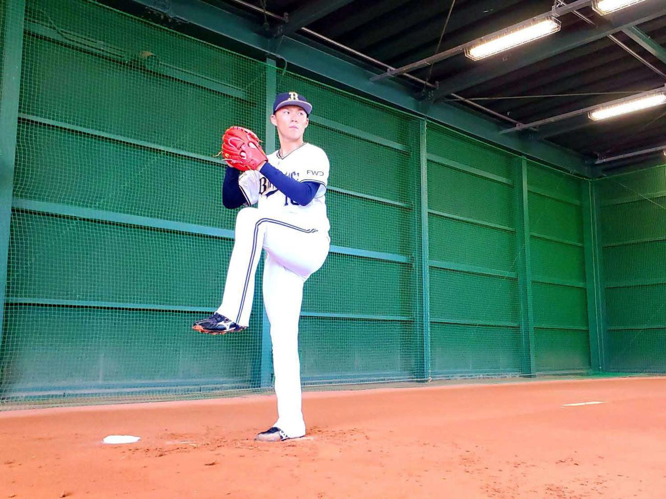 先発登板を翌日に控え、大阪・舞洲の球団施設で練習に励むオリックス山本由伸投手(球団提供)