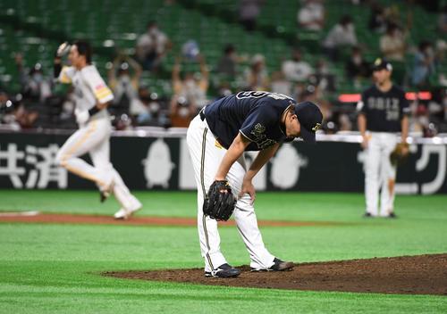 ソフトバンク対オリックス 6回裏ソフトバンク2死一、二塁、斎藤綱記は柳田悠岐に逆転の3点本塁打を浴びる(撮影・今浪浩三)