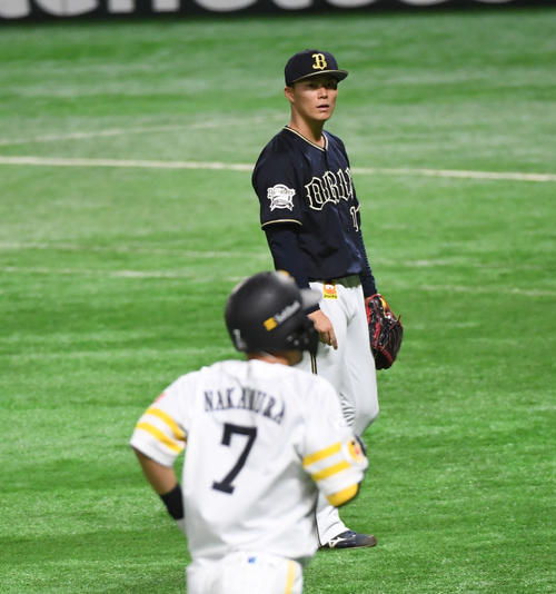 ソフトバンク対オリックス 1回裏ソフトバンク1死一塁、先発の山本由伸は中村晃に先制の2点本塁打を浴びる(撮影・今浪浩三)