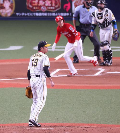 阪神対広島 6回表広島2死一、二塁、森下に左翼線へ2点適時二塁打を浴びる藤浪(撮影・清水貴仁)