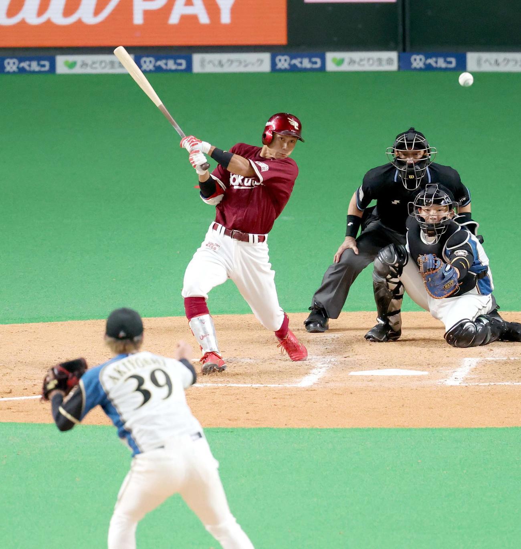 日本ハム対楽天 9回表楽天1死満塁、岡島は同点となる適時二塁打を放つ。投手は日本ハム秋吉(撮影・佐藤翔太)