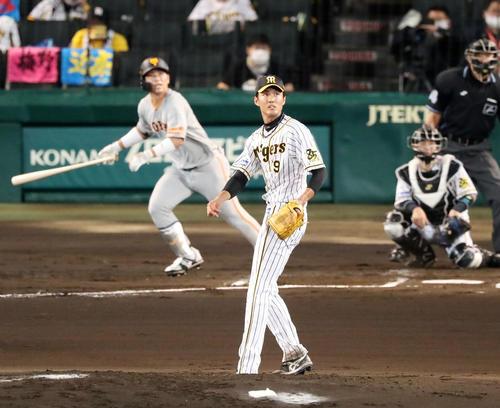 阪神大巨人2回表巨人1死1,2塁、フジナミは大江戸左越えタイムリー二塁打を打たれ失点(撮影・加藤初)