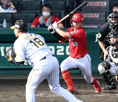 阪神広島東洋カープ4回表広島1死満塁、大成は右タイムリー2点二塁打を放つ。 投手馬場(撮影前岡正明)