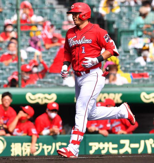 阪神広島東洋カープ1回表広島1死1,2塁の左越え先制3点本塁打を放つ鈴木誠也(撮影・上田宏)