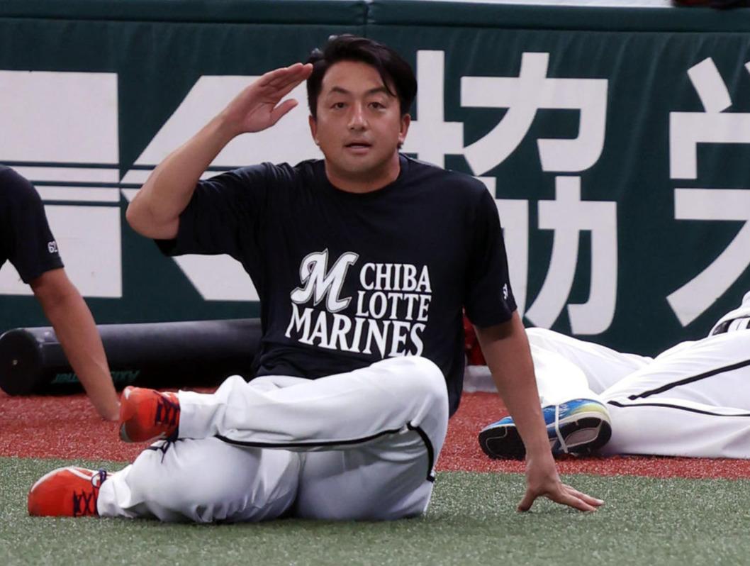 試合前、内海にあいさつをする沢村(2020年9月15日撮影)