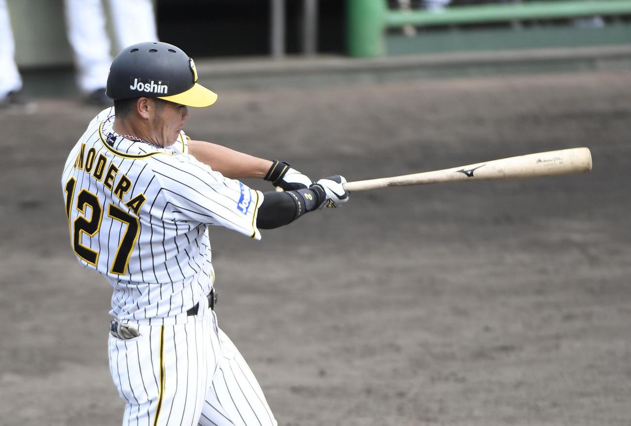 ソフトバンク3軍戦で5回、本塁打を放つ小野寺(代表撮影)