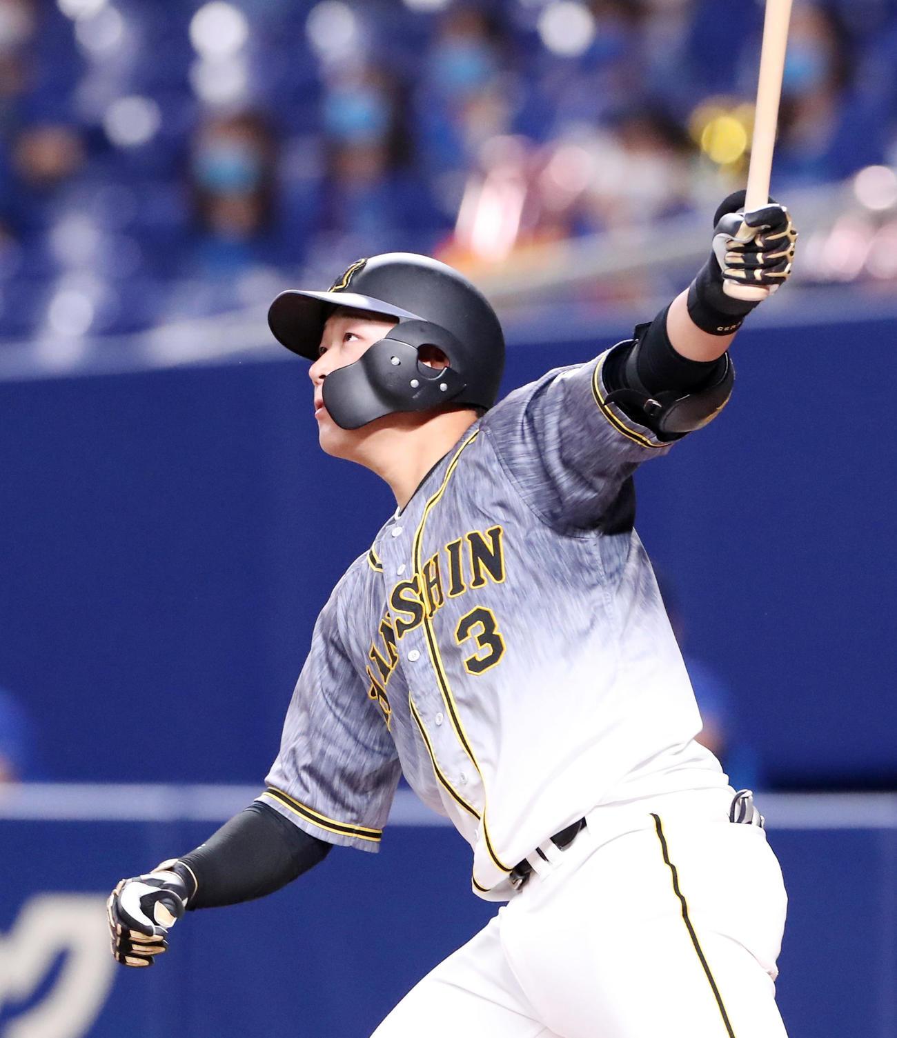 中日対阪神 7回表阪神1死一塁、大山は2打席連続となる左越え2点本塁打を放つ(撮影・加藤哉)