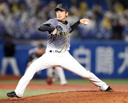 ヤクルト対阪神 7回裏から登板する能見(撮影・狩俣裕三)
