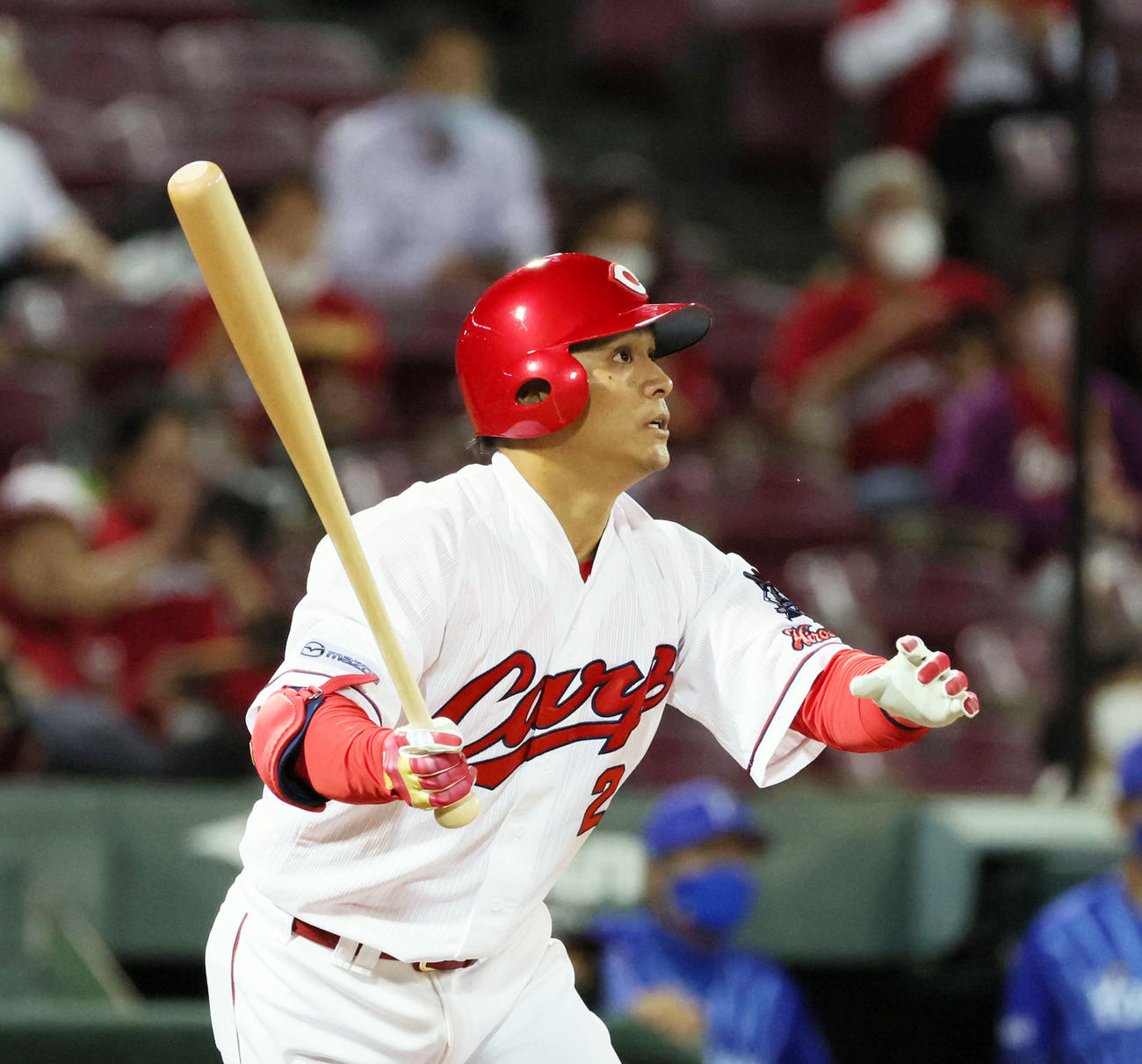 3回裏広島無死一塁、田中広輔は右越え2点本塁打を放つ(撮影・加藤孝規)