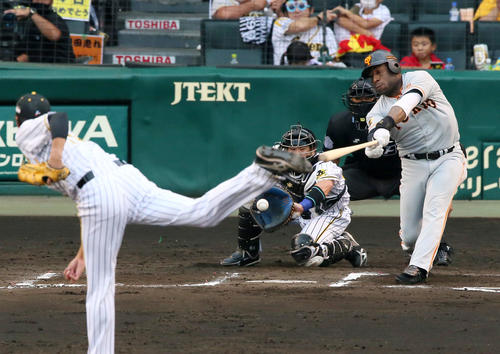 阪神大巨人19回戦6回表ジャイアンツ2死1,2塁、藤浪晋太郎は、第ラス・ウィーラーを空振り三振にとる(撮影・神山純一)