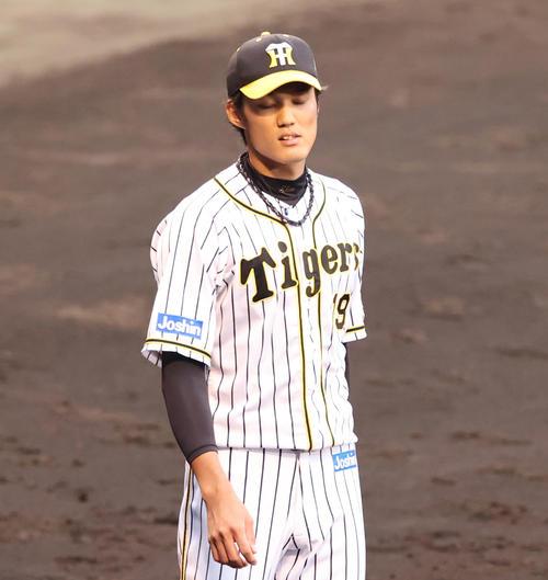 阪神大巨人7回表巨人1社した3塁吉川直樹タイムリー二塁打を打つ藤浪晋太郎(撮影・清水貴仁)